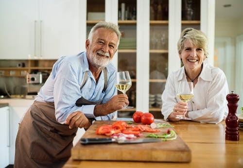elderly_couple-min